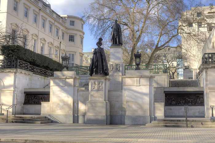 King George VI and Queen Elizabeth Monument, Pall Mall
